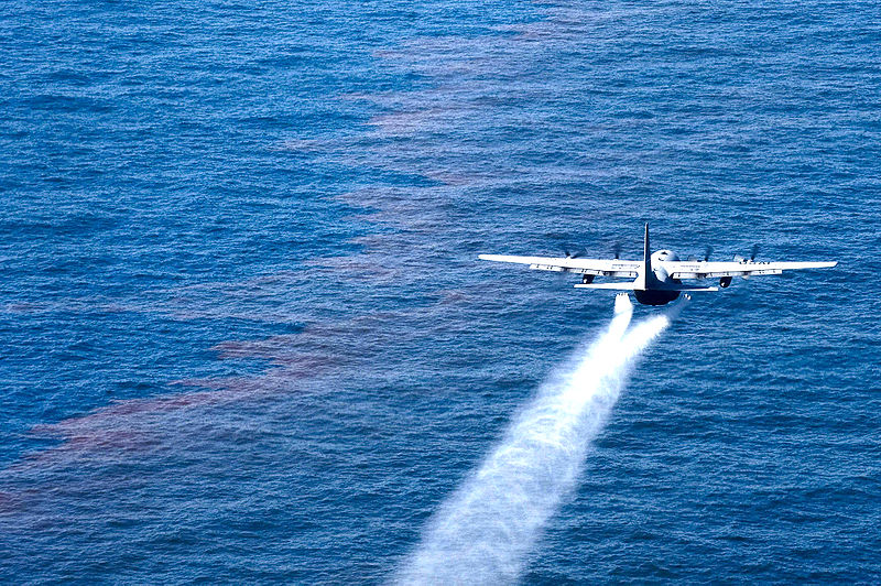 800px-C-130_support_oil_spill_cleanup