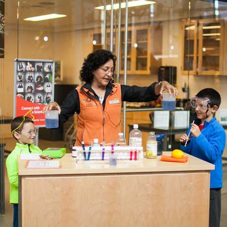 HomeschoolDay_DemonstrationCart