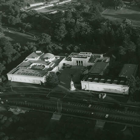 Aerial photo of the old California Academy of Sciences building.