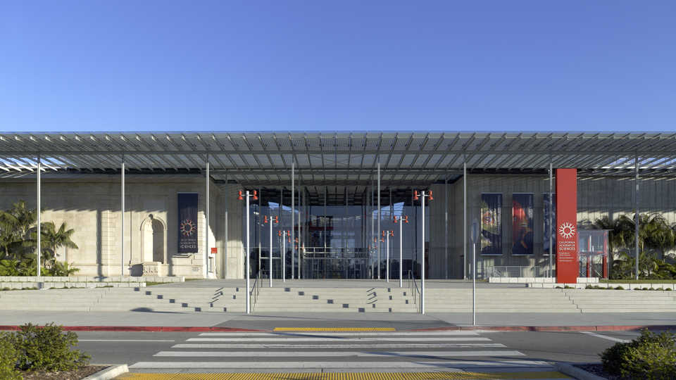 Main entrance to the California Academy of Sciences building